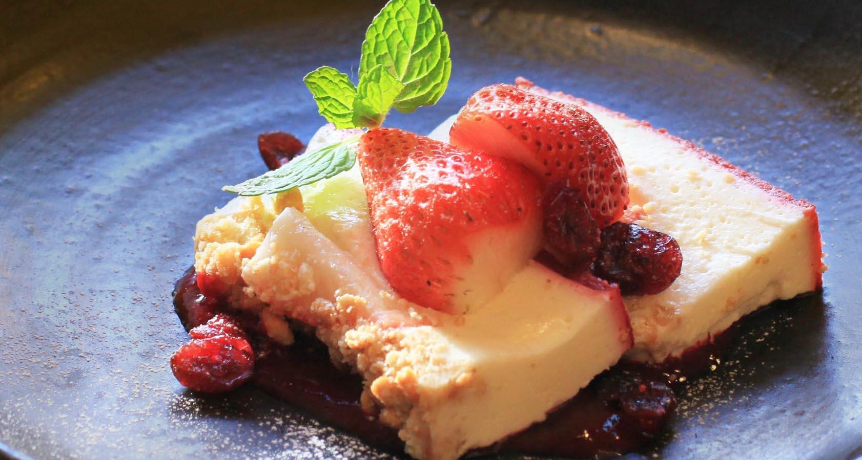 【岡山県産いちごスイーツフェア】苺とラズベリーのレアチーズケーキ