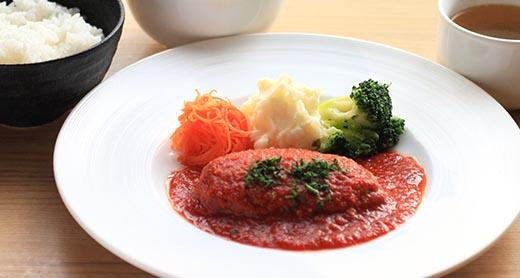 鳥取和牛のハンバーグ ピリ辛トマトソース