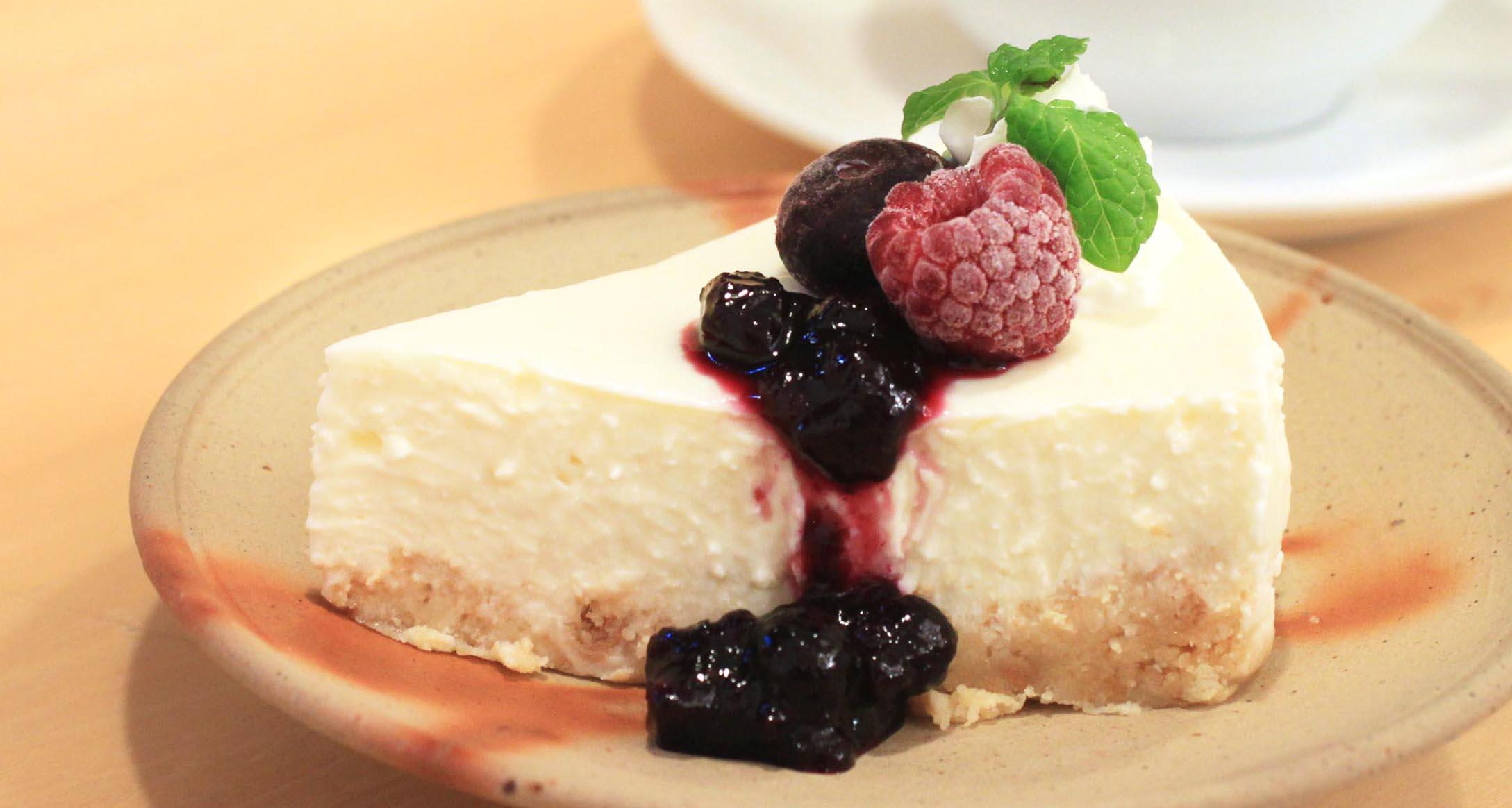 《鳥取県産》自家製レアチーズケーキ~ブルーベリーソース